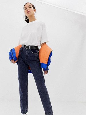 """Collusion Tall Mörkt tvättade jeans i """"mom jeans""""-modell"""