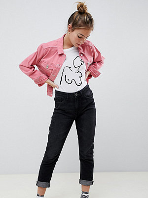 "Only Petite Svarta jeans i ""mom jeans""-modell"