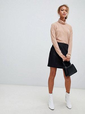 New Look Svart minikjol med skinnkänsla