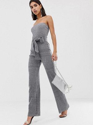 PrettyLittleThing Silverglittrig jumpsuit med vida ben