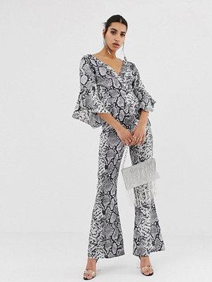 PrettyLittleThing Grå ormmönstrad jumpsuit med utsvängd ärm