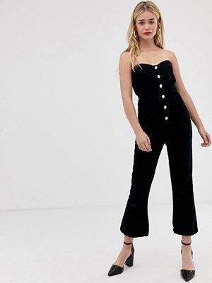 ASOS DESIGN Jumpsuit i manchester i bandeaumodell med pärlknappar