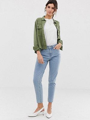"Vero Moda Klassiska jeans i ""mom jeans""-modell"