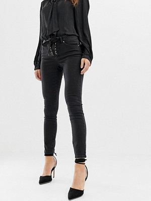 ASOS DESIGN Whitby Skinny jeans med låg midja och detalj med snörning framtill i svart tvätt Tvättad svart