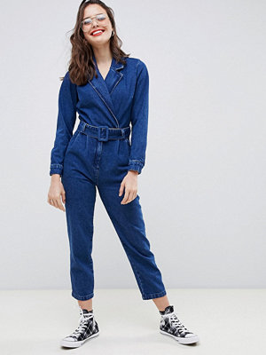 ASOS DESIGN Mellanblå jumpsuit i denim Blå tvätt