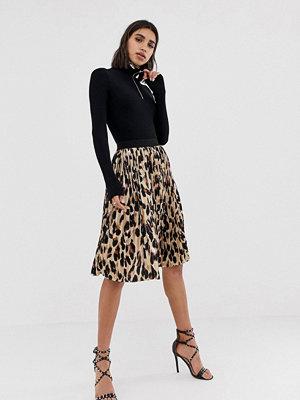 PrettyLittleThing Leopardmönstrad plisserad midikjol Leopard