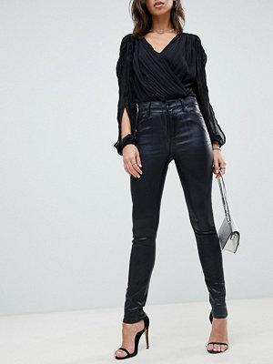 J Brand Maria Ytbehandlade jeans med hög midja och smal passform Galactic black
