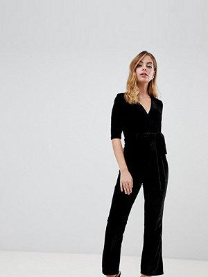 Parisian Petite Jumpsuit i sammet med skärp