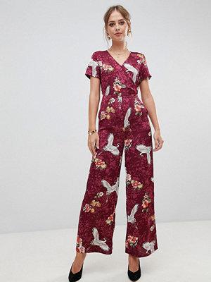 Liquorish Blom och fågelmönstrad jumpsuit med vida ben Rött mönster