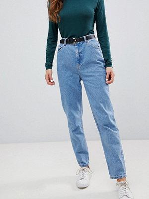 "Pimkie Stentvättade jeans i ""mom jeans""-modell"
