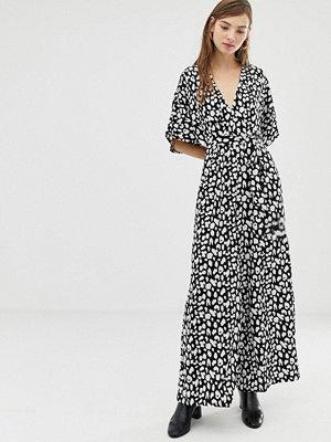Glamorous … Leopardmönstrad jumpsuit med kimonoärmar Svartvit