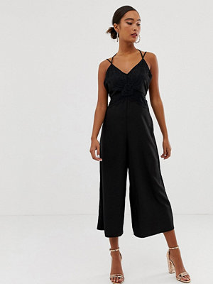 Jumpsuits & playsuits - Miss Selfridge Jumpsuit i satin med spetskant