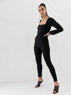 Missguided Svart jumpsuit med fyrkantig halsringning och spetsdetalj