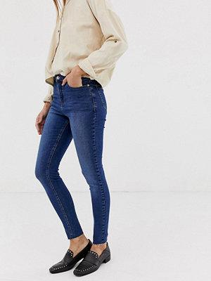 Urban Bliss Jeans med hög midja och smal passform Mörkblå