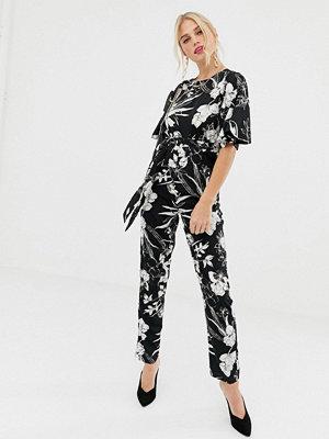 Uttam Boutique Blommig svartvit jumpsuit med korta ärmar