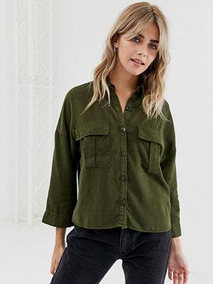 Pull&Bear Kakifärgad skjorta med fickdetalj Kakifärgad