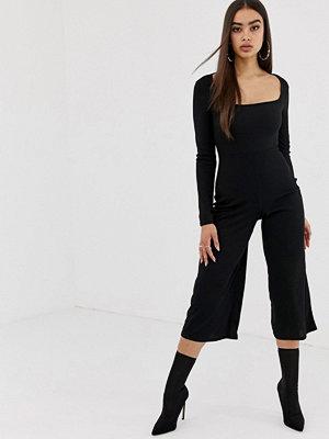 Missguided Svart culotte-jumpsuit med fyrkantig halsringning och lång ärm