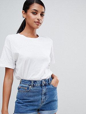 """ASOS DESIGN Ritson Blå jeansshorts i """"mom shorts""""-modell"""
