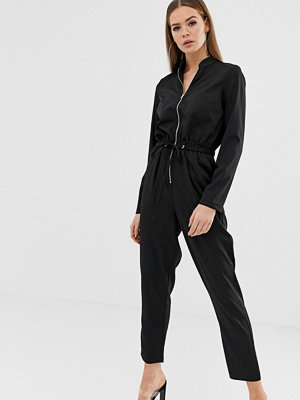 Missguided Svart jumpsuit med funktionell dragkedja framtill