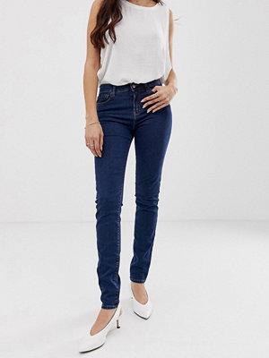 Emporio Armani Jeans med hög midja och smal passform 941 mid denim