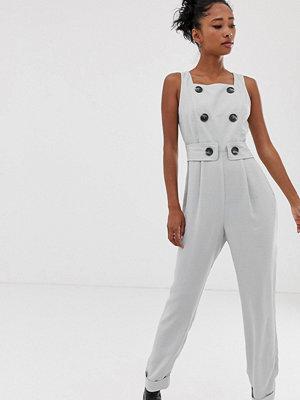 ASOS DESIGN Jumpsuit i förklädesmodell med knappar framtill