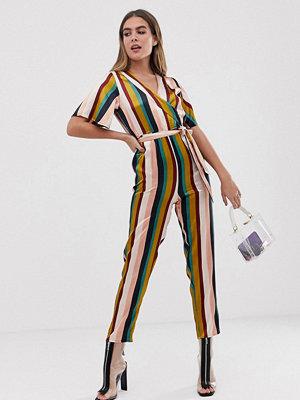 Boohoo Regnbågsrandig culotte-jumpsuit med skärp i midjan