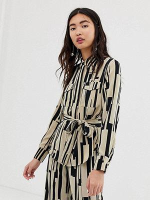 Monki Beige arbetskjorta med skärp i oversize-modell