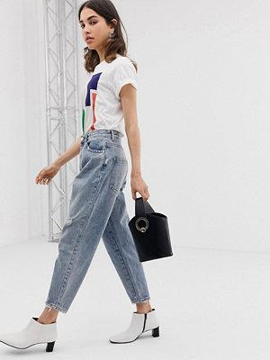 ASOS DESIGN Ljusa vintage färgade jeans i boyfriend modell Ljus tvätt