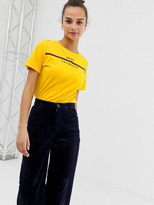 "Pieces Livo T-shirt med slogan ""Enjoy Yourself"