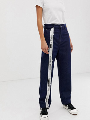 House of Holland Avsmalnande mom jeans Indigo