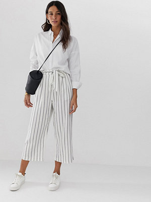 ASOS DESIGN Randiga culotte-byxor i linne med knytning i midjan Rand