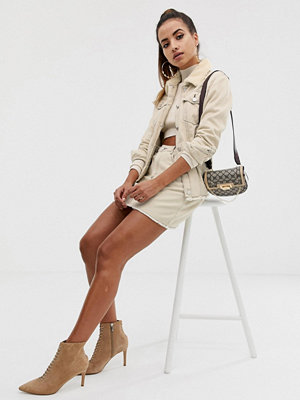 Missguided Ecrufärgad a-linjeformad jeanskjol med kontrasterande sömmar