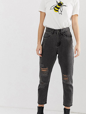 "Noisy May Petite Jeans i ""mom jeans""-modell med slitningar"