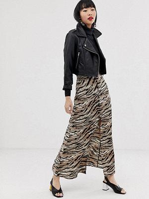 Kjolar - ASOS DESIGN Tigermönstrad maxikjol med knäppning framtill Tigermönster
