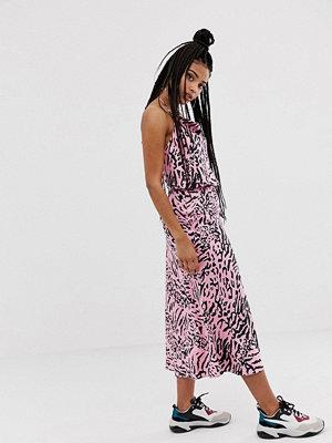 ASOS DESIGN Rosa snedskuren midikjkol i satäng med zebramönster Pink zebra