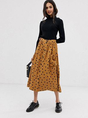 ASOS DESIGN Prickig midikjol med knappar framtill och stora fickor Brown/black