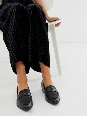 New Look Svarta spetsiga loafers i imiterat krokodilskinn