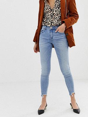 Stradivarius Ljusblå jeans med låg midja och smal passform