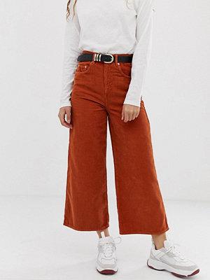 ASOS DESIGN Saffransgula wide leg jeans i manchester Saffran