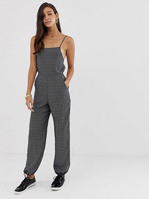 ASOS DESIGN Prickig jumpsuit med smala band och elastiska muddar Prickig