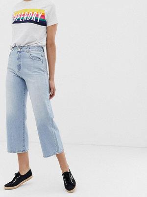 ... Superdry Korta jeans med vida ben Summer sky blue ab9b95a8b117e
