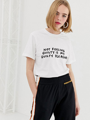 """House of Holland Amber T-shirt med """"Guilty""""-tryck"""