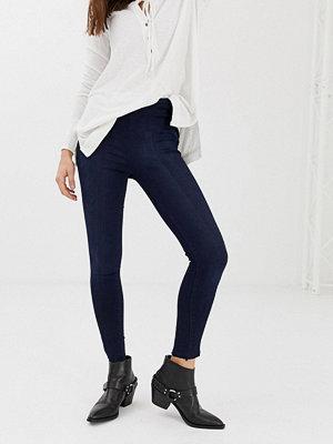 Free People Wales Korta jeans med vida ben - Jeans online ... a15b0db1ee472
