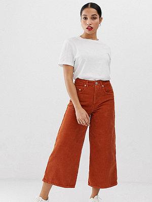 ASOS Petite Saffransgula wide leg jeans i manchester Saffran