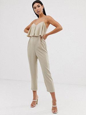 ASOS DESIGN Peg-jumpsuit med tunna axelband i dubbla lager Soft camel