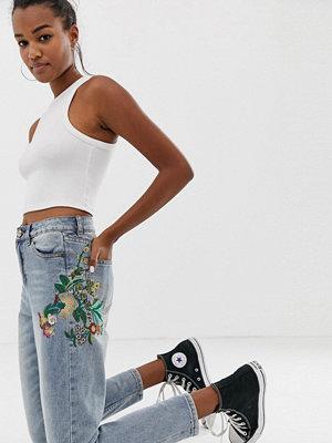 Brave Soul Jeans med smal passform och broderi Mellanblå färg