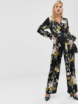 Liquorish Blommig jumpsuit med omlott framtill Svart blommig
