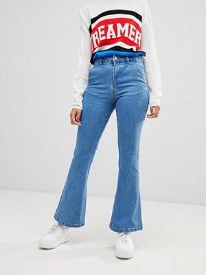 Chorus Utsvängda jeans med stjärndetaljer på bakfickorna