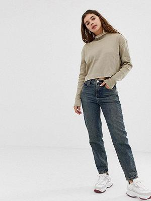 ASOS DESIGN Blå jeans i avslappnad boyfriend-modell Mellanblå färg