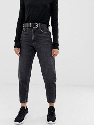 ASOS DESIGN Premium Svarta boyfriendjeans med något avsmalnande ben Tvättad svart